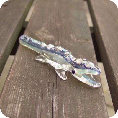 Small color-changing sculptural lizard glass chillum