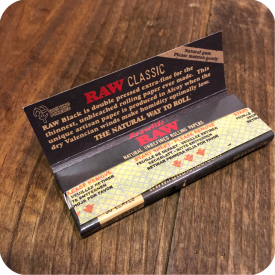 "Raw Black 1 1/4 "" Papers"